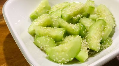 How to Make Sunomono: Japanese Cucumber Salad. Sunomono is a quick and easy japanese cucumber salad dressed with minimal ingredients. This recipe is a sweet and tangy side dish can go alongside any asian meal. | Tiny Kitchen Cuisine | https://tiny.kitchen