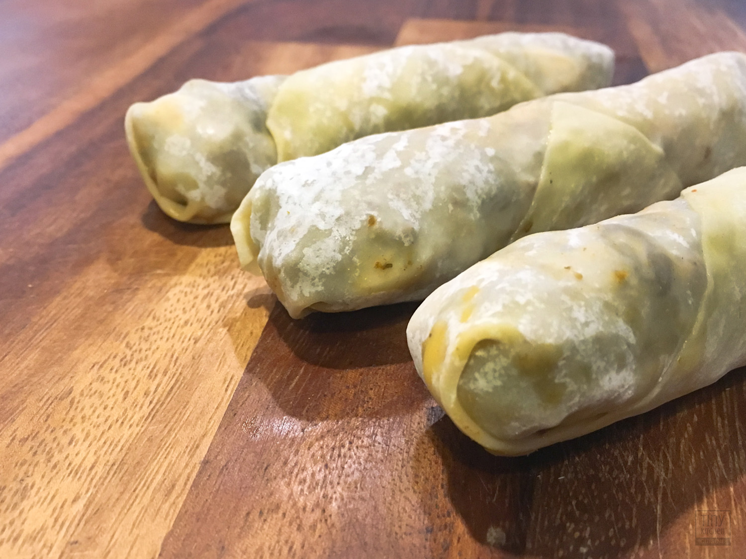 Uncooked vegetarian empanada rolls look very similar to chinese egg rolls. When rolled tightly, these tasty snacks fry up golden brown, crispy, and delicious! | Tiny Kitchen Cuisine | https://tiny.kitchen/